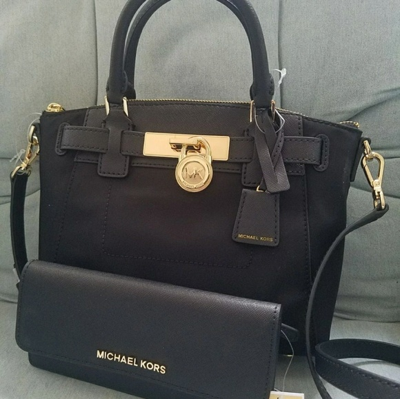 Michael Kors Handbags - Current collection Set incluided wallet handbag